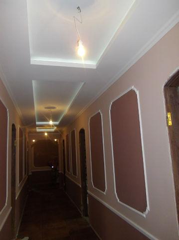 Окраска стен коридора